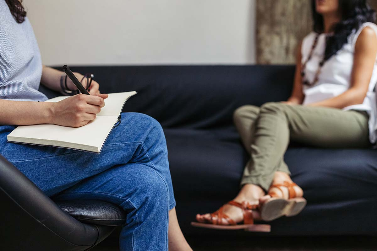 woman on couch talking with therapist about what is cognitive behavioral therapy